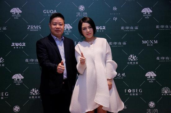 崔子格与CS事业部徐军总经理合影
