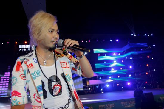 歌手萧全现场演唱