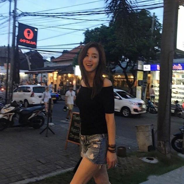 金成玲出街似少女