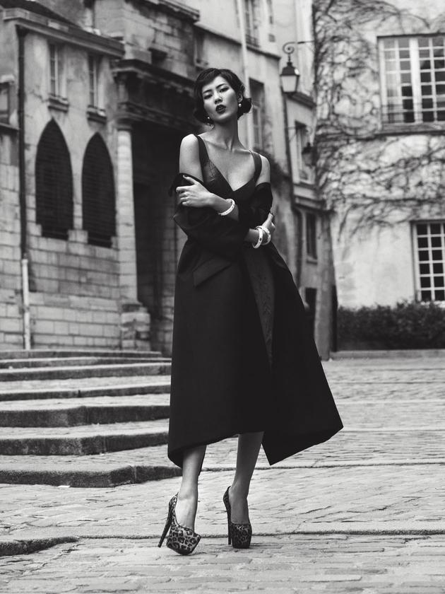 Liu Wen street interpretation of the classical charm graceful girl of Paris melancholy