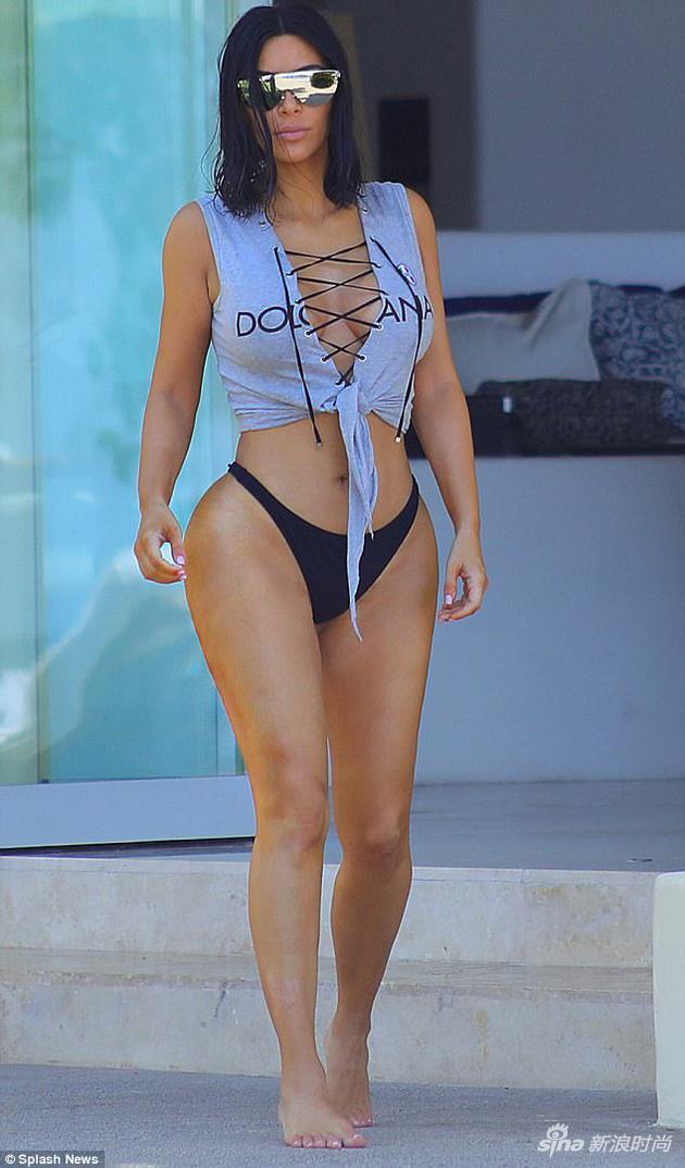 金二姐绑带露脐上衣搭配比基尼短泳裤