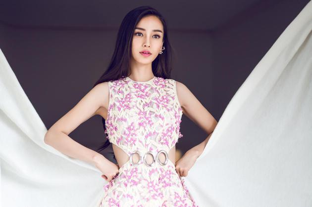 baby第一次在戛纳国际电影节上亮相,穿的就是Dior当季的高订