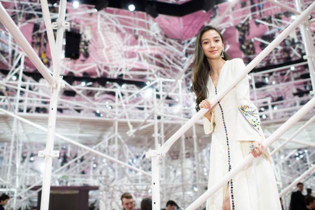 15年baby亮相Dior春夏高定秀