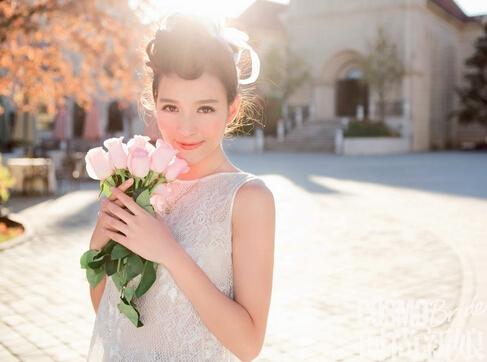 可爱风女孩也可驾驭教堂婚礼