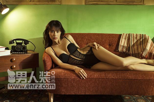韩丹彤演绎双重魅惑