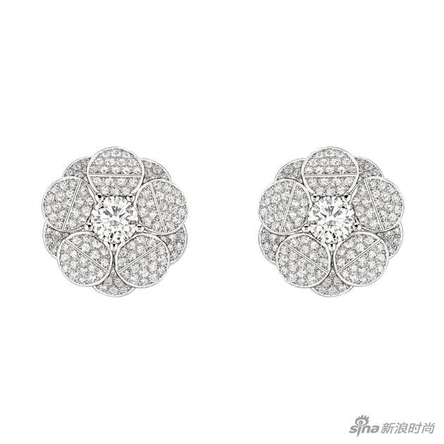 "CHANEL臻品珠宝""Café Society""系列""Tuxedo""耳环,白18K金镶嵌钻石。"