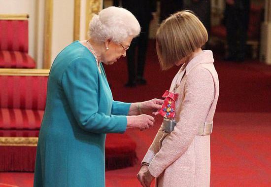 Anna Wintour被授予大英帝国爵级司令勋章