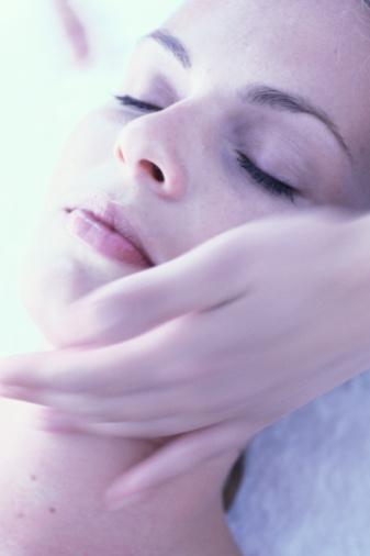 SOS如何拯救熬夜后的肌肤