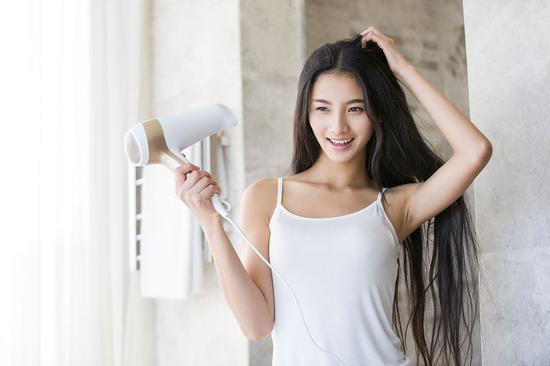 1588321不要再用手拨弄头发和刘海