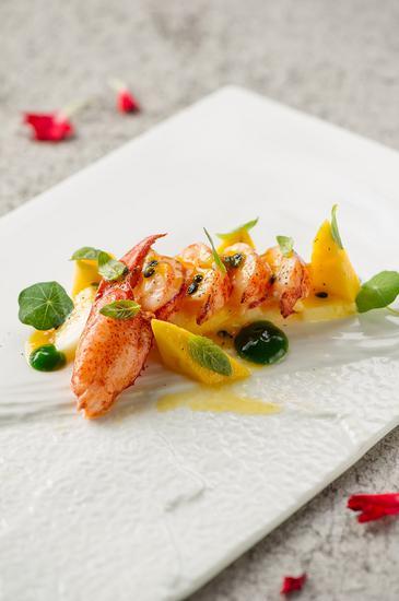 龙虾热菜水果沙拉