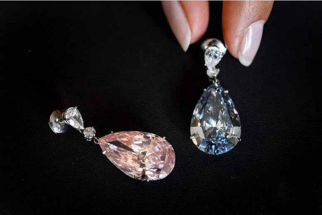 14.54克拉阿波罗蓝钻耳环和16克拉阿尔忒弥斯粉红钻耳环。