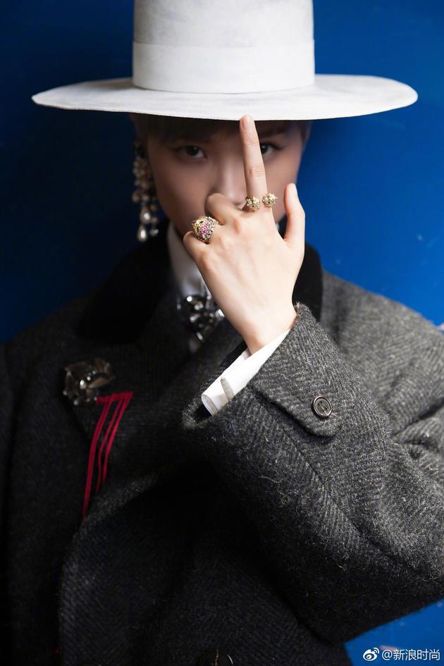 李宇春个性造型亮相戛纳开幕红毯 时尚品味震撼全场