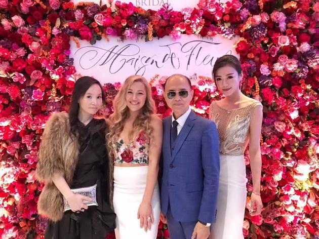 左一:Les Trois Soeurs创办人Terri Chan,左二:美国著名婚纱设计师Hayley Paige  右一:Les Trois Soeurs中国合伙人俞文岚,右二:国际著名鞋履品牌Jimmy Choo创始人周仰杰