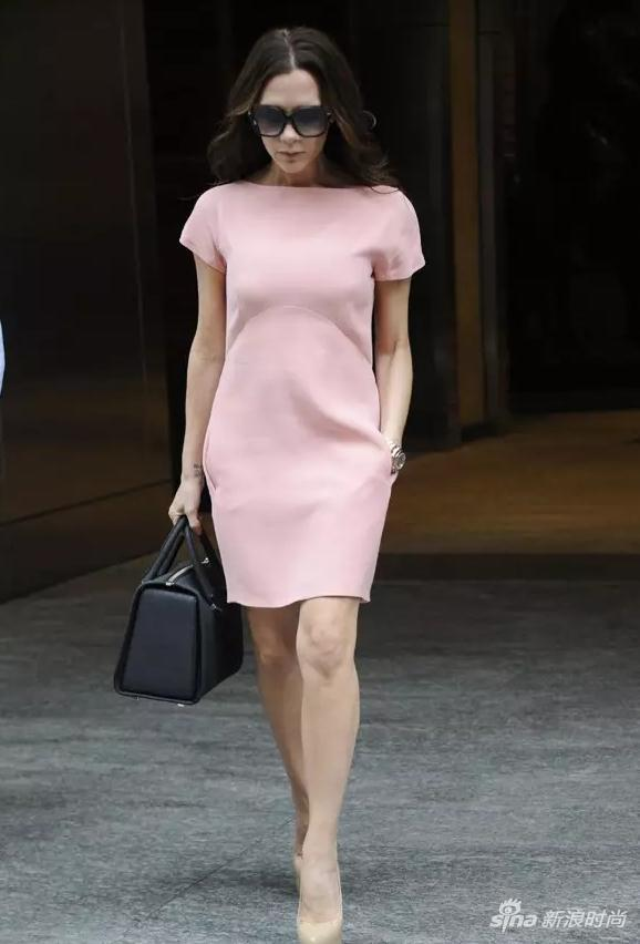 Victoria Beckham 身穿 COURREGES A字裙