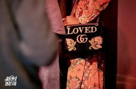 双G天鹅绒的包包上也有loved的字样