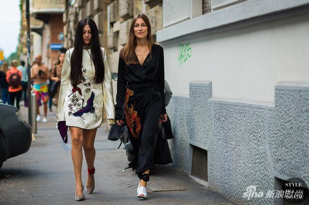 著名街拍明星、ATTICO品牌设计师Gilda Ambrosio和Giorgia Tordini身着ATTICO服饰