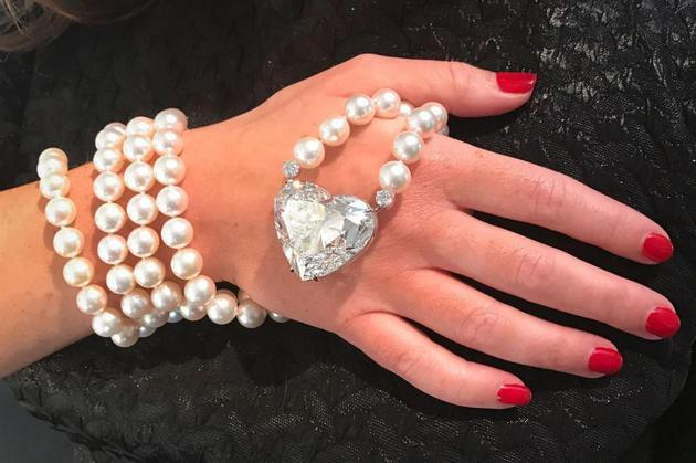 """""""传奇""""由新晋高级珠宝商博摩尔和巴桑日(Boehmer et Bassenge)打造。"""