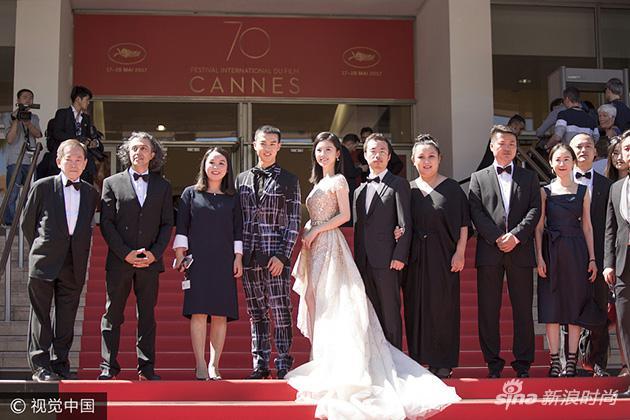杨子姗亮相《路过未来》戛纳首映