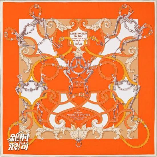 爱马仕的橙色丝巾
