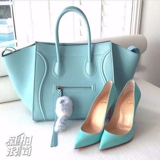 蒂芙尼蓝的包包和高跟鞋