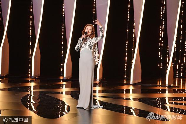 伊莎贝尔-于佩尔出席戛纳电影节70周年庆典彩霞理论电影26图片