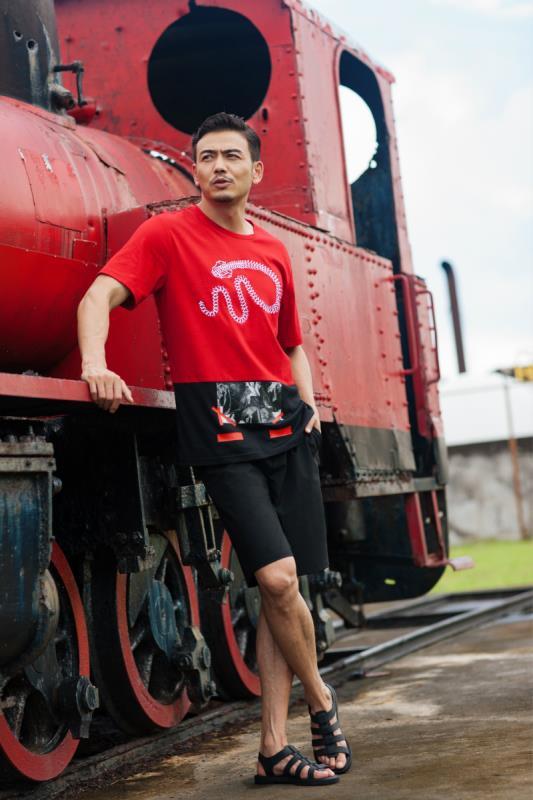 杨烁最新封面玩转度假风 开启雅痞绅士的浪漫之旅 男士时尚 图7