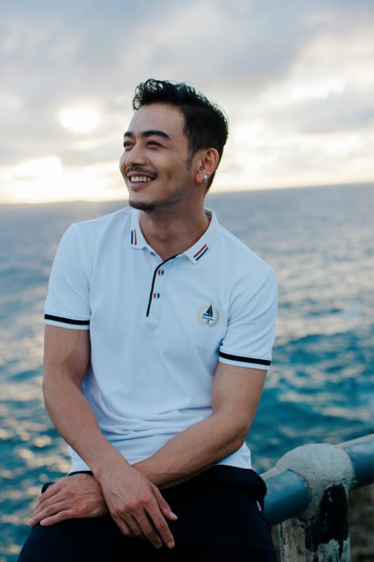 杨烁最新封面玩转度假风 开启雅痞绅士的浪漫之旅 男士时尚 图5