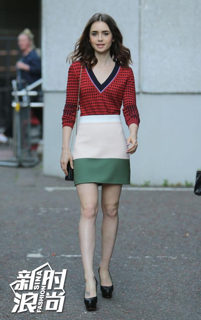 Lily Collins穿A字裙街拍