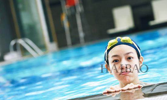 陈妍希泳池照