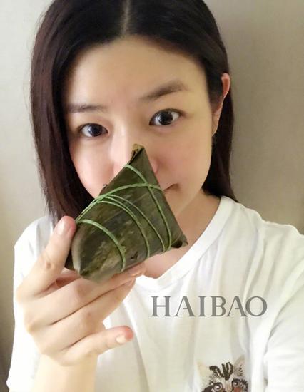端午节陈妍希在微博上分享的素颜自拍照