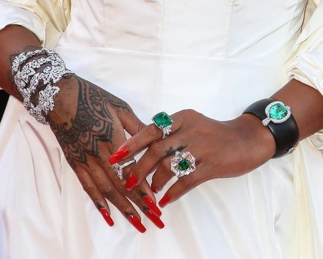 """Rihanna Loves Chopard""高级珠宝系列"