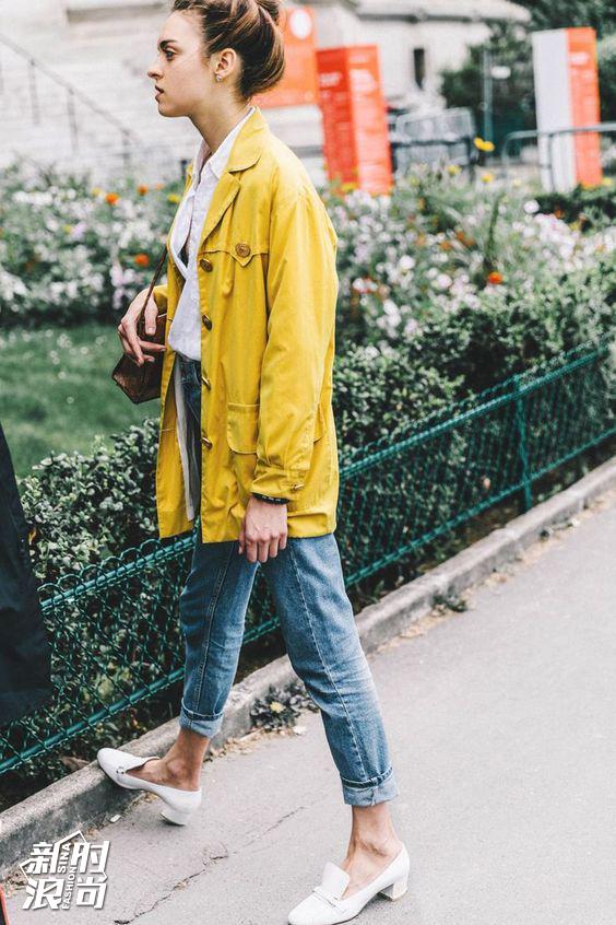 黄色搭配蓝色街拍