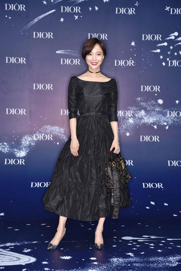 Dior蓝,今夏最时髦的流行色,迷倒baby黄轩赵丽颖 服饰潮流 图9