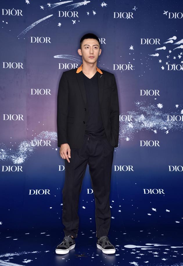 Dior蓝,今夏最时髦的流行色,迷倒baby黄轩赵丽颖 服饰潮流 图11