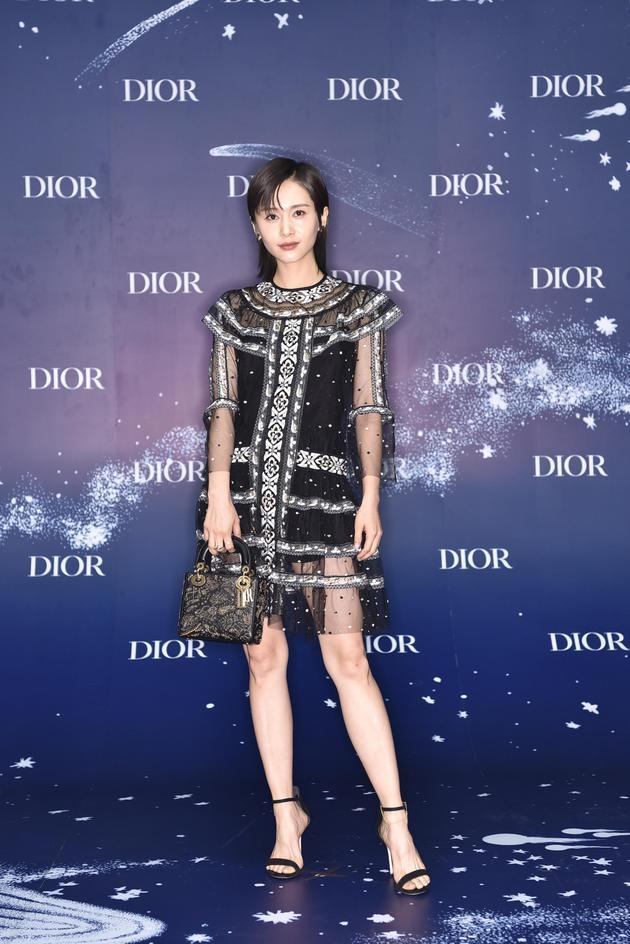 Dior蓝,今夏最时髦的流行色,迷倒baby黄轩赵丽颖 服饰潮流 图7