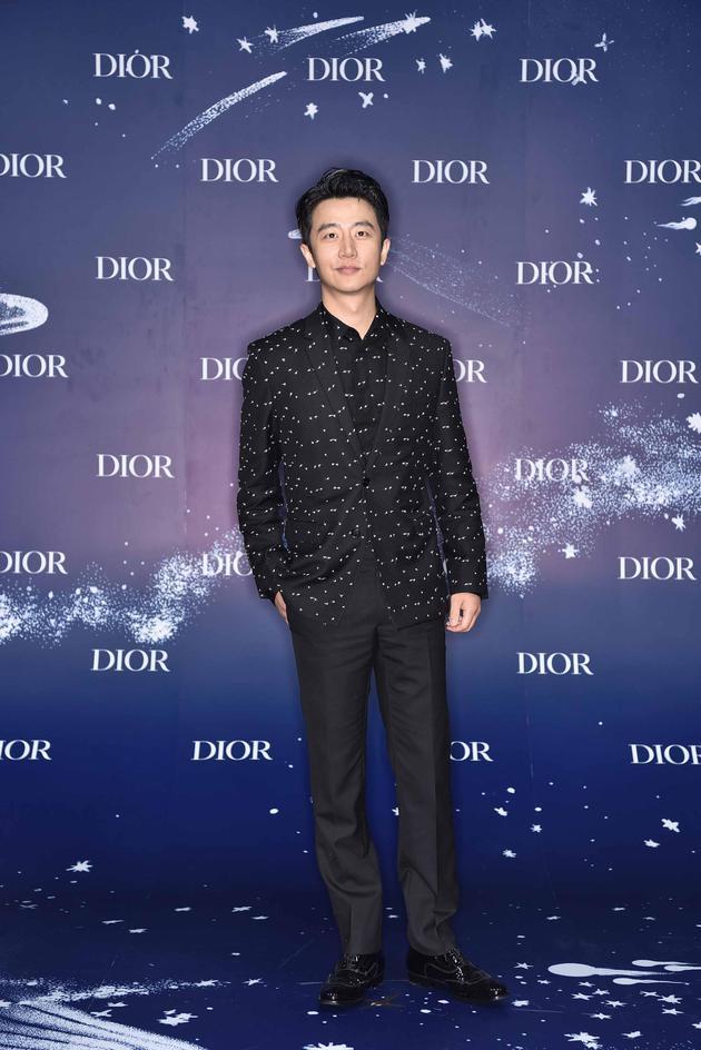 Dior蓝,今夏最时髦的流行色,迷倒baby黄轩赵丽颖 服饰潮流 图3