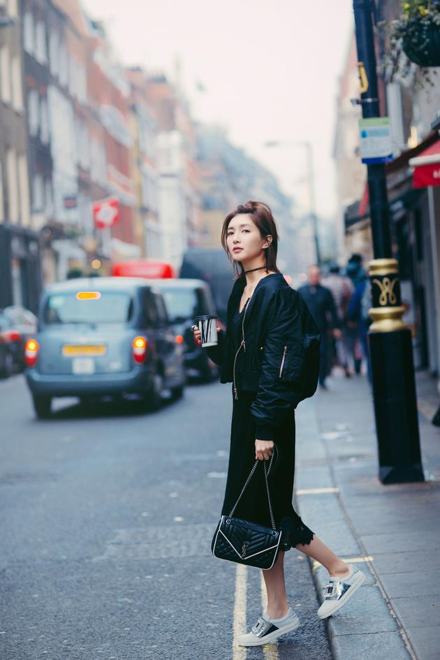 江疏影街拍写真大片曝光 潮流混搭时髦减龄 视觉美图 图4