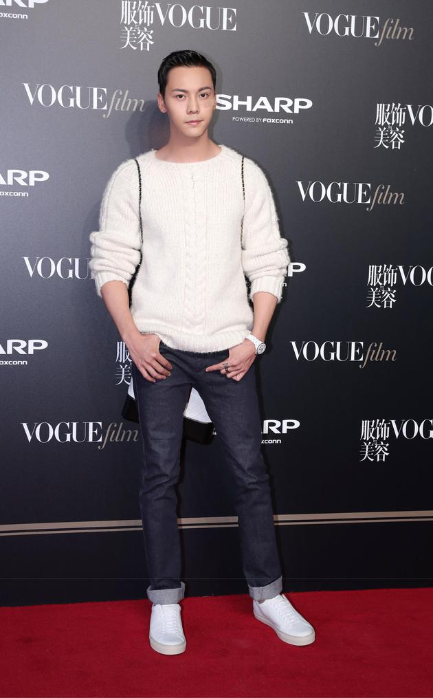 陈伟霆现身在上海举行的Vogue Film首映派对红毯