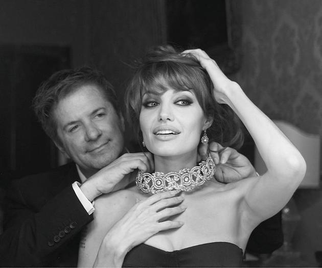 """Robert Procop与安吉丽娜朱莉,朱莉佩戴的就是二人共同设计的""""Style of Jolie""""系列珠宝"""