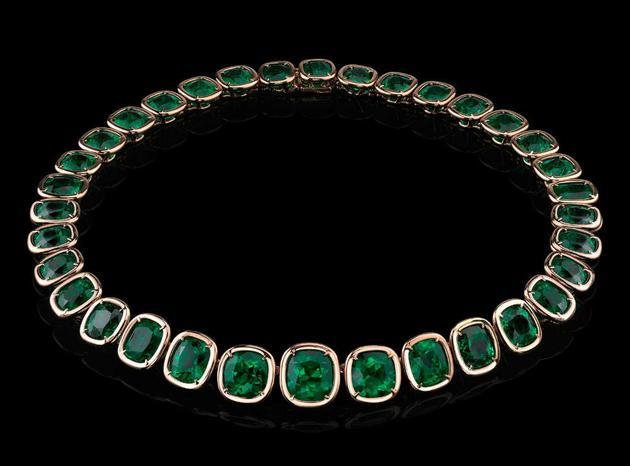 由44颗祖母绿宝石组成,重达103.48克拉的项链