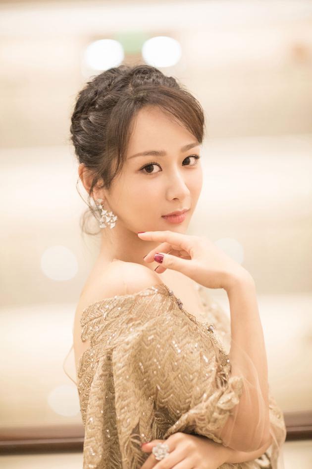 杨紫出席第23届上海电视节颁奖典礼