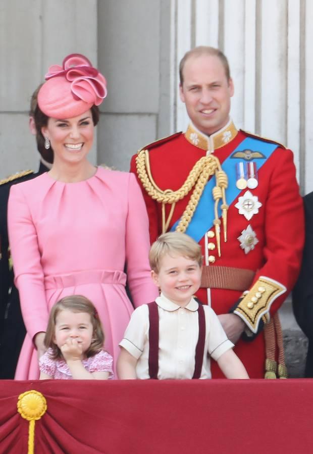 受衆人矚目的英國皇室四口之家:凱特王妃、威廉王子、喬治小王子、夏洛特小公主
