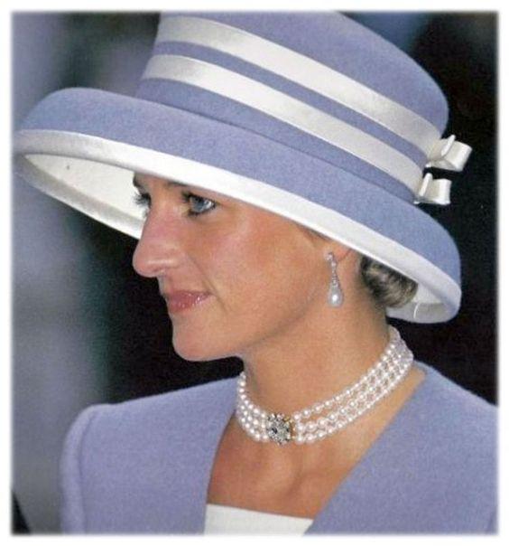 1993年參加David Armstong-Jones婚禮佩戴過