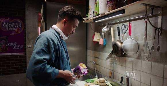 用桶装老坛酸菜方便面做料理