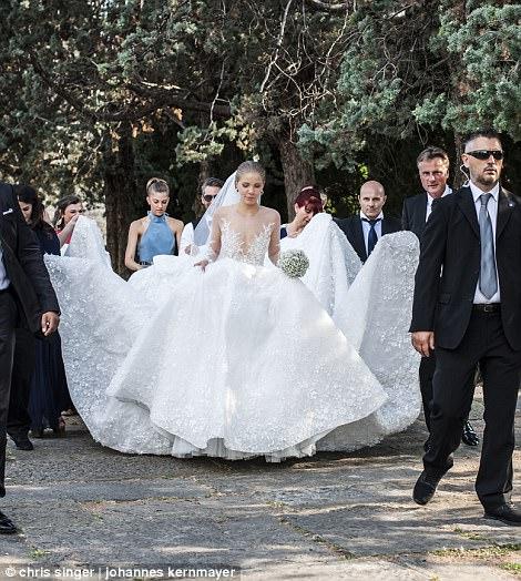 Victoria Swarovski的婚纱重92斤