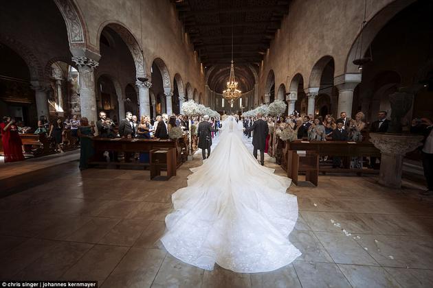 婚纱8米的拖尾也足够壮观