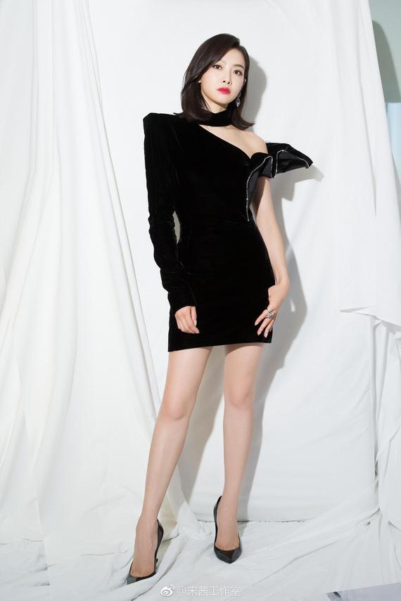 宋茜玩下衣失踪变小粗腿 这谜一样的角度外加oversized外套 服饰潮流 图4
