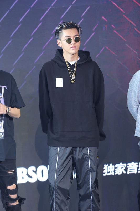 吴亦凡《中国有嘻哈》发布会造型