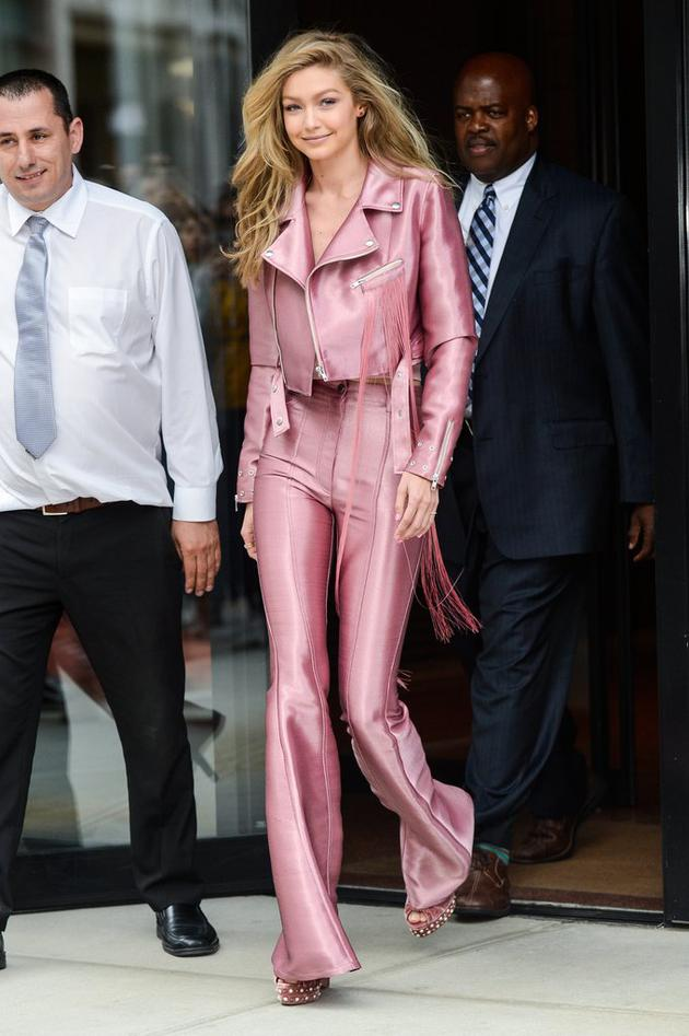 Gigi-Hadid-Pink-Suit-June-2017 (1)