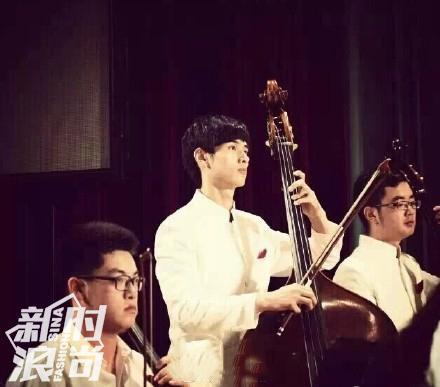 拉大提琴的韦骁龙